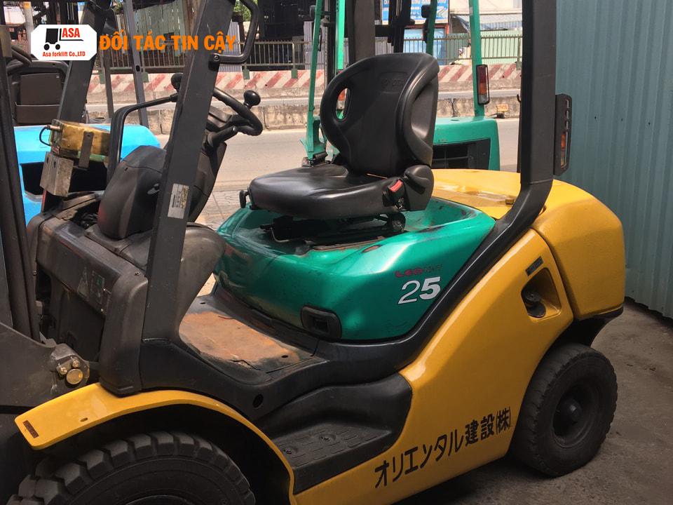 Xe nâng dầu 2.5 tấn thương hiệu Komatsu được ứng dụng phổ biến trong các doanh nghiệp và công trình xây dựng