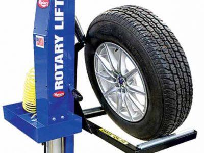 Thay lốp xe nâng hàng
