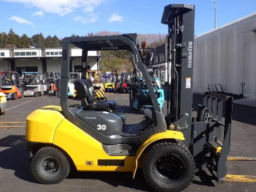 Xe nâng dầu 3 tấn của Komatsu được trang bị động cơ diesel tiên tiến nhất hiện nay