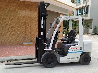 Xe nâng dầu nissan 2.5 tấn được ứng dụng trong các công ty chế biến cơ khí, kim loại nặng