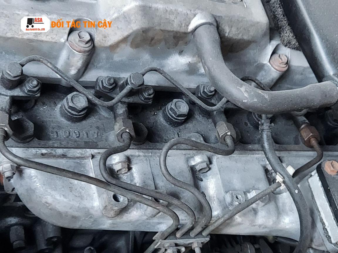 Động cơ 3 tấn Toyota còn zin cứng. Mặc dù là xe nâng đã qua sử dụng nhưng tất cả các sản phẩm của Asa đều được bao về chất lượng