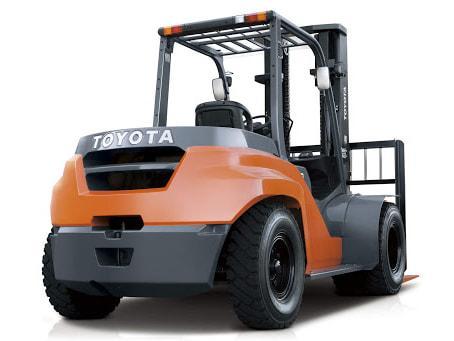 Xe nâng dầu 3 tấn Toyota trang bị động cơ hiện đại