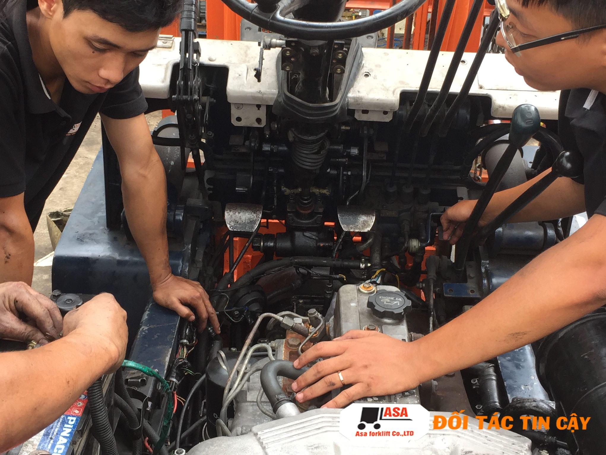 Sửa chữa xe nâng tại TP. HCM giúp các doanh nghiệp xử lý và khắc phục những hư hỏng của xe nâng hàng