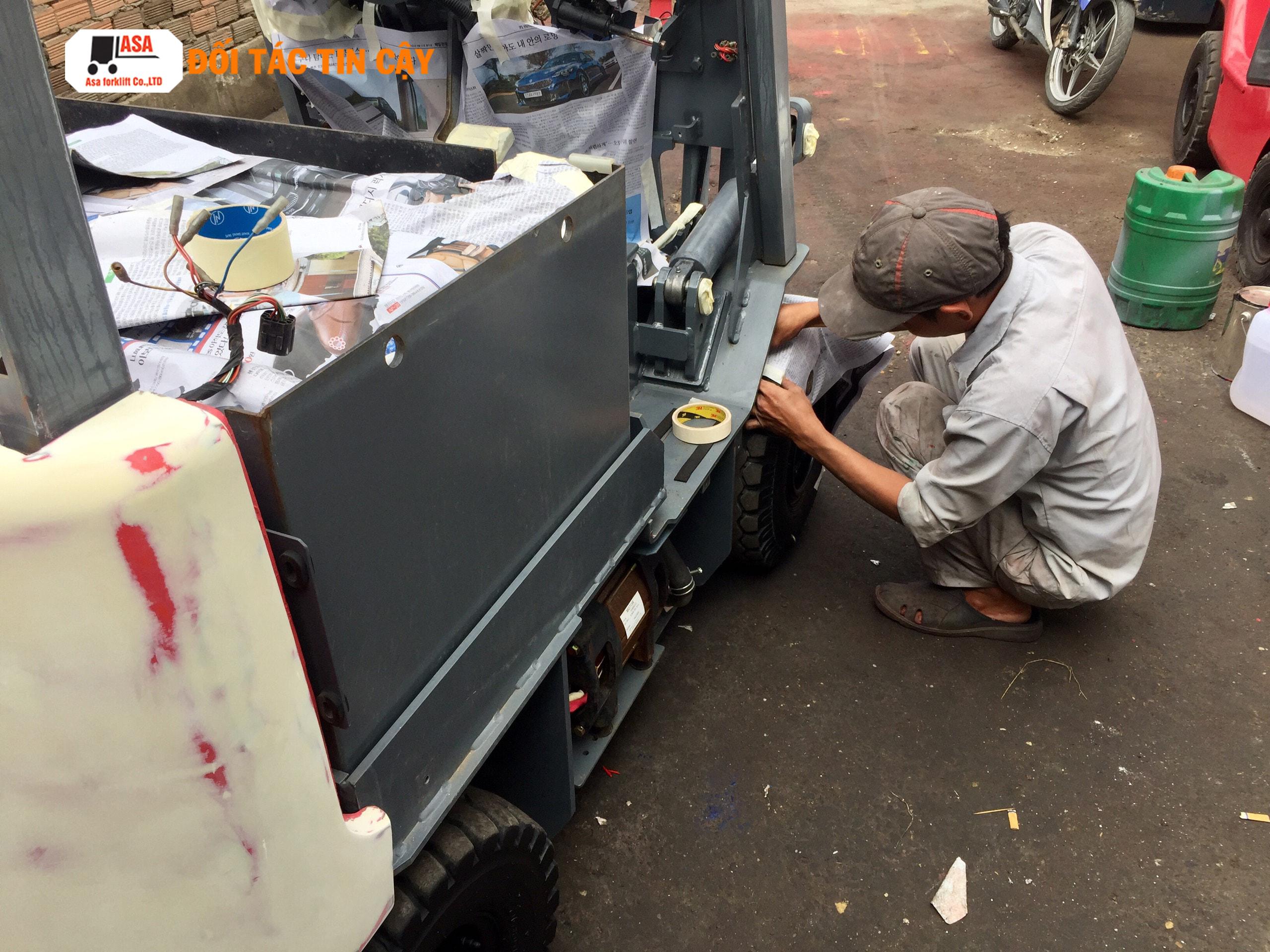 Khi sửa chữa xe nâng nếu khách có nhu cầu Asa sẽ sơn lại lớp sơn mới cho xe nâng